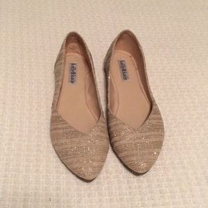 Kelly & Katie Size 7 Gold/cream Flats